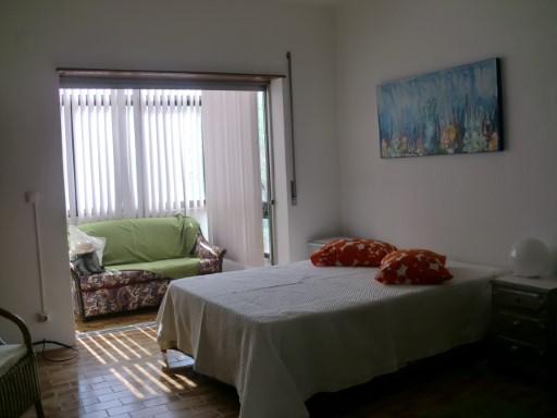 T0 appartement au 1er étage en bon bâtiment, d'une surface couverte de 46,00 M2 + 3 balcons, Costa Caparica, CENTRE, CHAMBRE AVEC 22h00 M2, CUISINE AVEC BALCON AVEC 7:00 M2, CALME AVEC HALL 6:00 M2, salle de bains avec 6, 00 M2, M2 autre chambre avec 8 400 METRES DE LA PLAGE, OPPORTUNITÉ. Pour plus de renseignements n ° 212 900 052/968 943 876/916 173 466