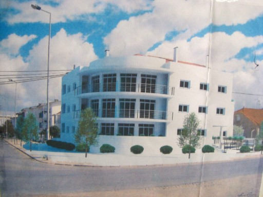 L'appartement 4 âne, Predio Nouveau, 50 Mètres de la Plage, dans le Caparica de Côte, la CUISINE 10.00 m2, 3 WC´LE S avec 5.00 M2, 4.00 M2 et 2.00 m2, LOGER avec 51.00 m2, 3 PIECES avec 21.00 M2, 12.00 M2,10.00 M2, 2 Terrasses avec 74.00 M2 et 16.00 M2, le Garage avec 18.00 M2 à 50 mètres de la plage. POUR PLUS D'INFORMATIONS LE TELEPHONE POUR nº 212 900 052/968 943 876/916 173 466