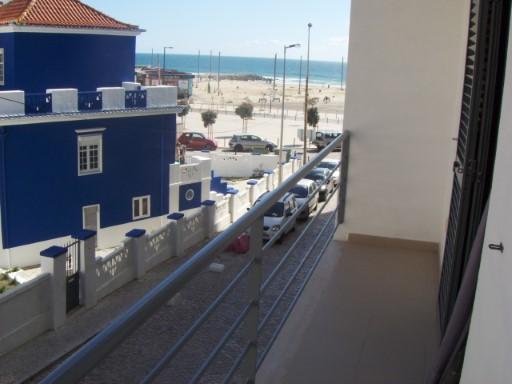 apartamento 3 ass, com area de 130.00 m2, na Costa Caparica, kitchennette com 6.00m2, WC com 5.00 m2, sala 24.00 m2, 2 quartos com 14.00 m2 e 12.00 m2, Varanda com 6.00 m2 certificado energetica B-, terraço com 26 m2, parqueamento com 15.00 m2, arrecadação com 20.00 m2 a 100 metros da praia. PARA MAIS INFORMAÇÕES TELEFONE PARA nº 212 900 052 / 968 943 876 / 916 173 466